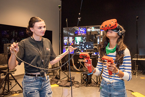 Art meets science and technology in the CVAD xRez lab with students using virtual reality.